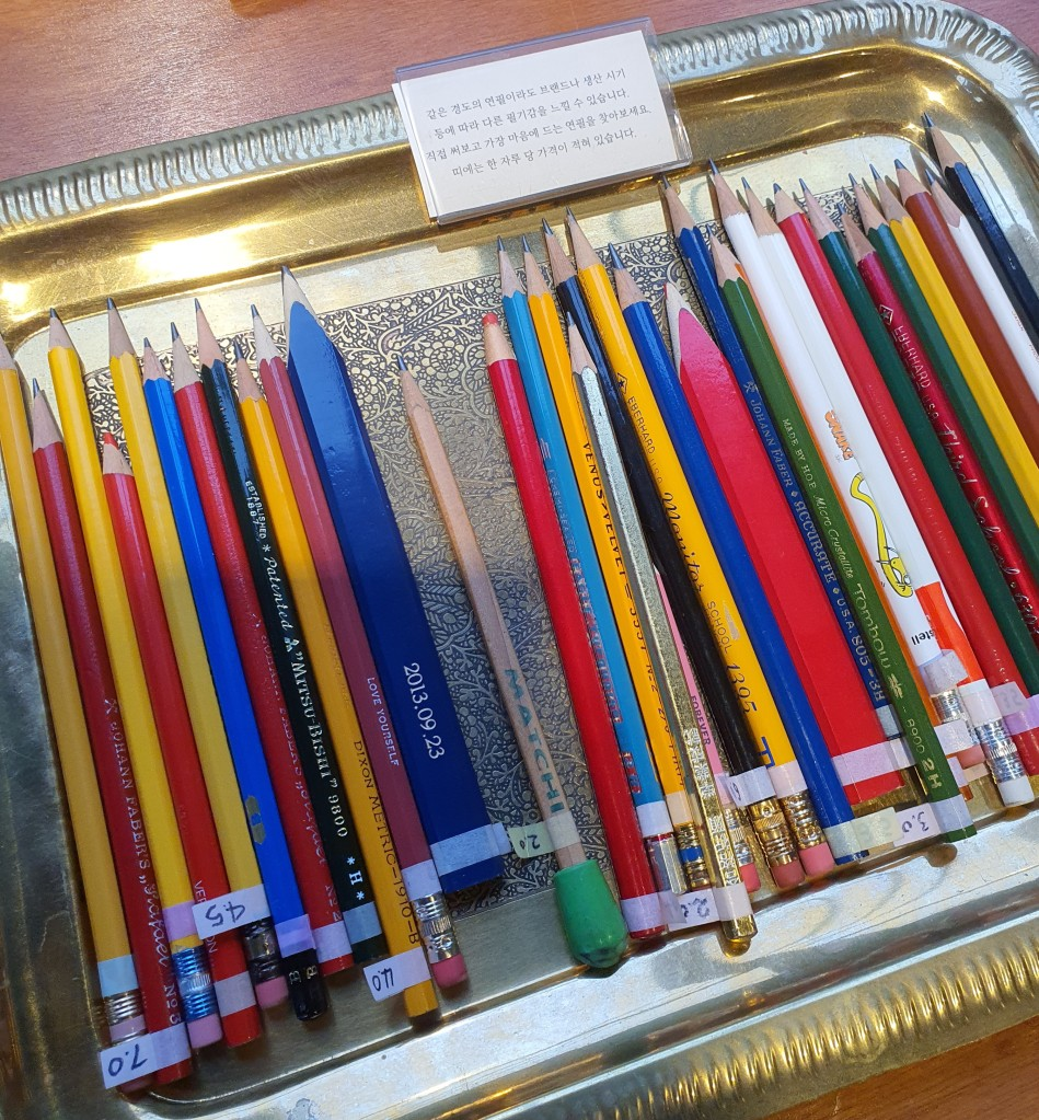 tray of different pencils