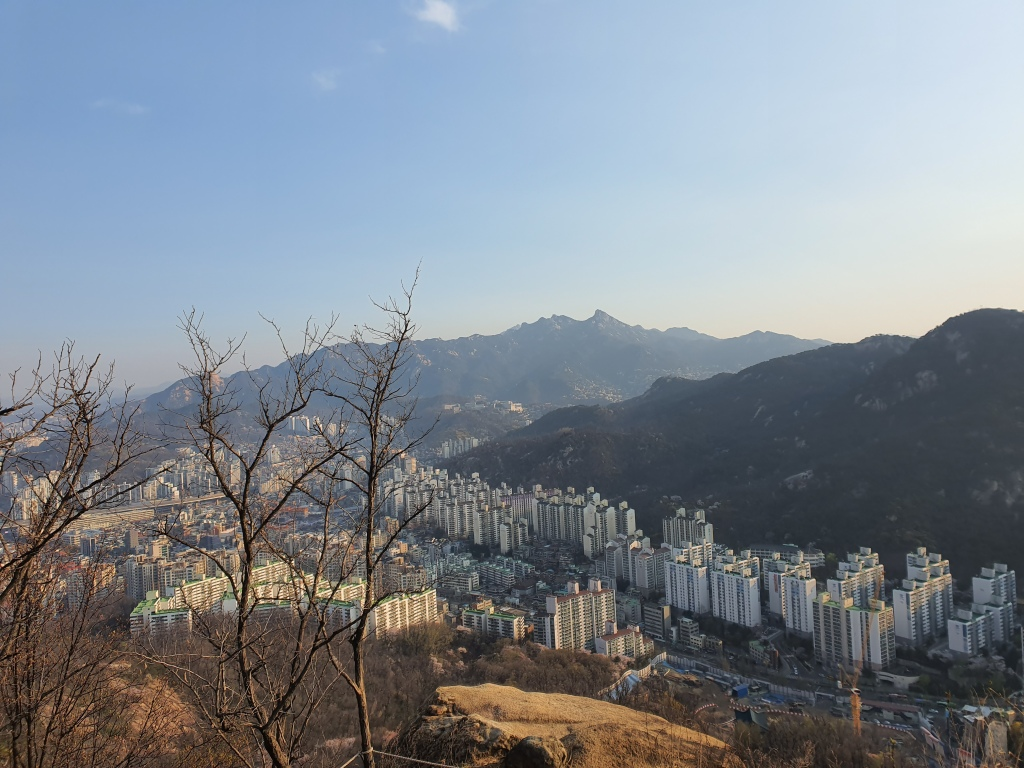 seoul apartments base mountain